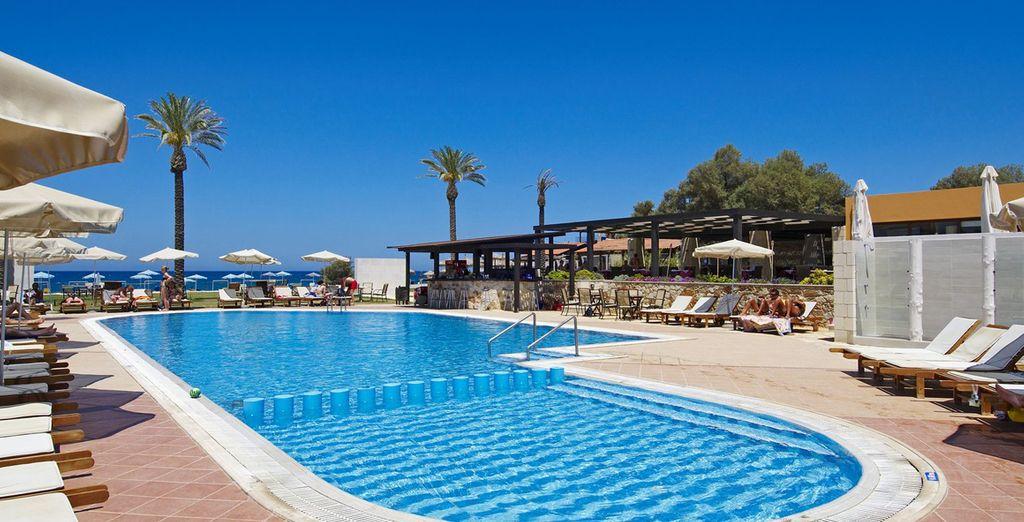Dans l'après-midi, rendez-vous au bord de la piscine...