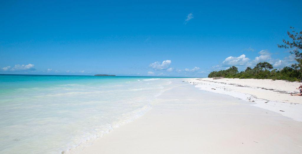 Et finirez votre séjour sur une plage de sable blanc...