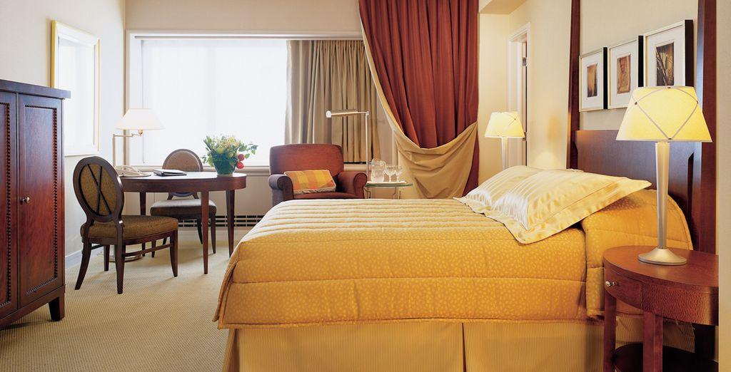 Dans une chambre confortable et cosy
