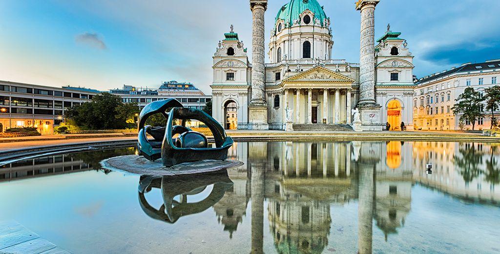 Et laisseront apparaitre, le jour, une ville mélangeant la richesse d'un patrimoine ancien, et une grande modernité