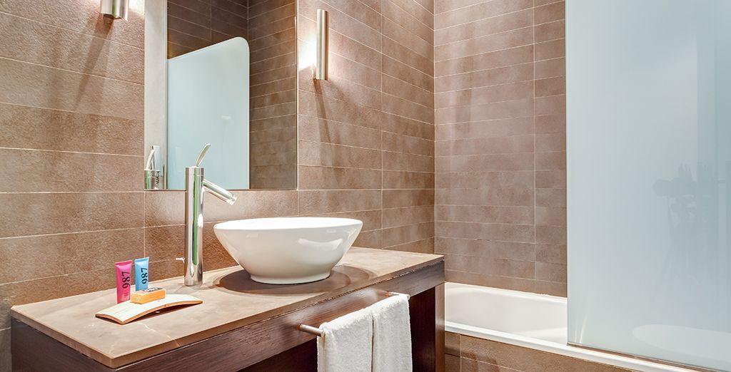 Équipée d'une salle de bains très contemporaine