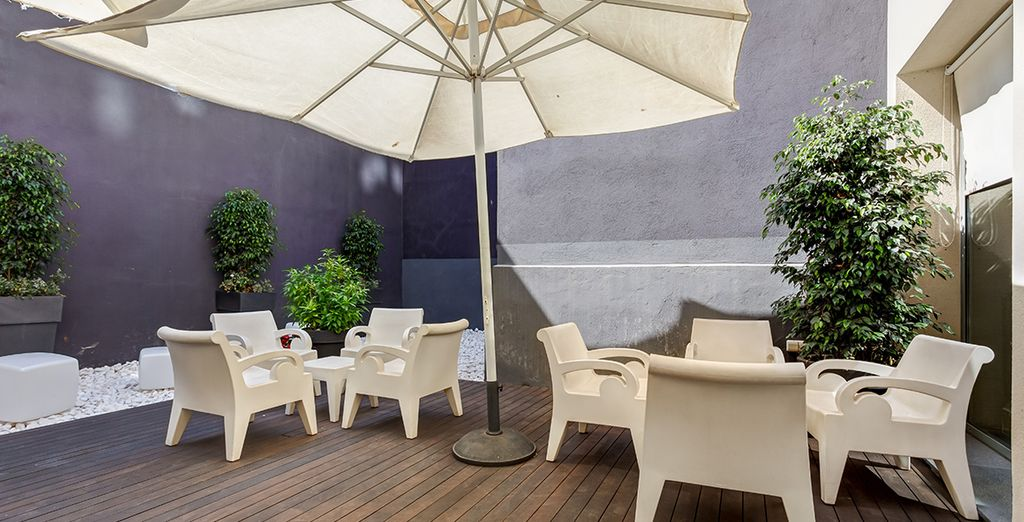 Prenez un bain de soleil en terrasse