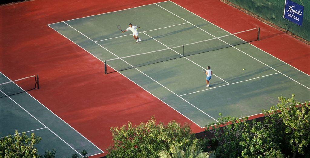 Travaillez votre coup droit sur les courts de tennis