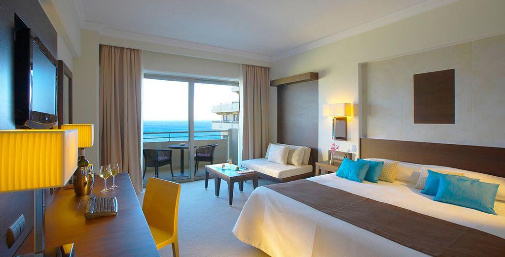 Retrouvez le confort de votre chambre Deluxe Guestroom Vue Mer