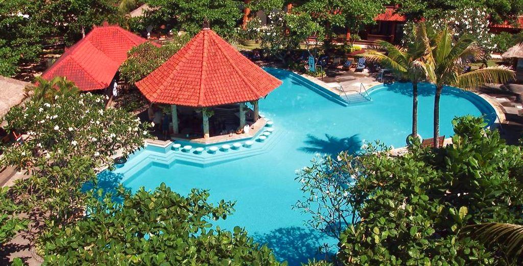 Ou préférez le décor coloré de la piscine