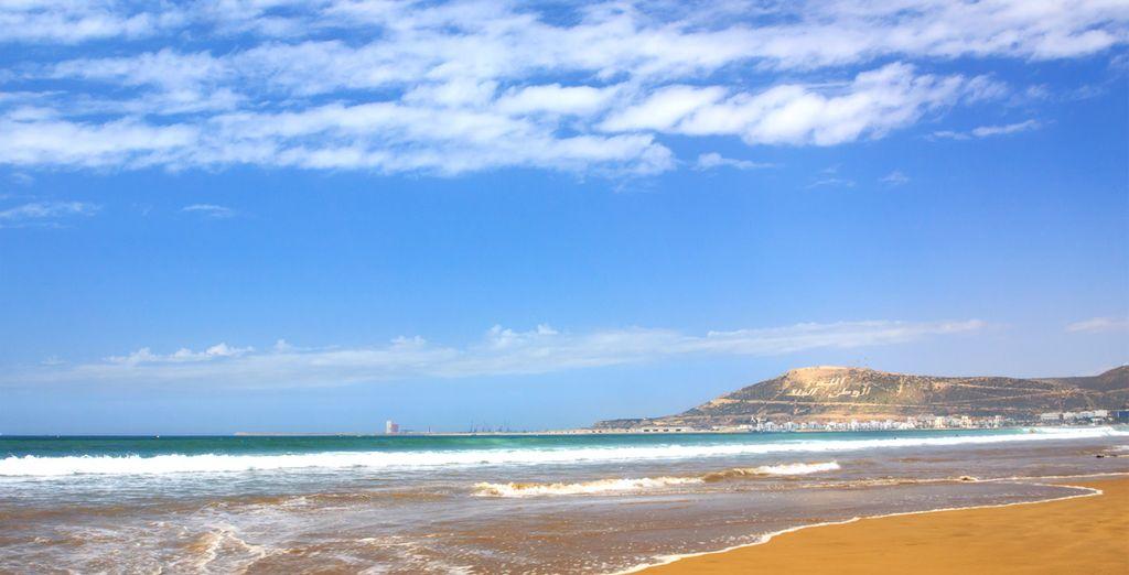 Parcourez les kilomètres de plages d'Agadir