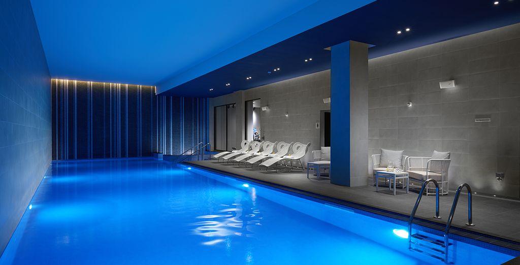 la piscine intérieure de l'hôtel vous ravira