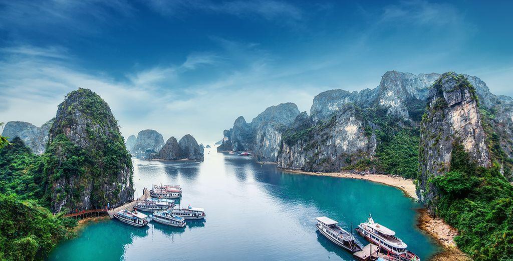 Vous aurez également le loisir d'admirer la célèbre baie d'Halong