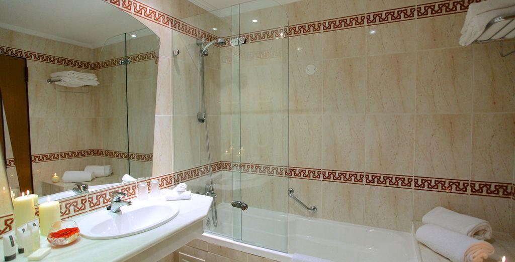 ... dont la salle de bain est parfaitement équipée