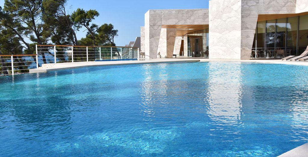 Avec piscine extérieure ensoleillée