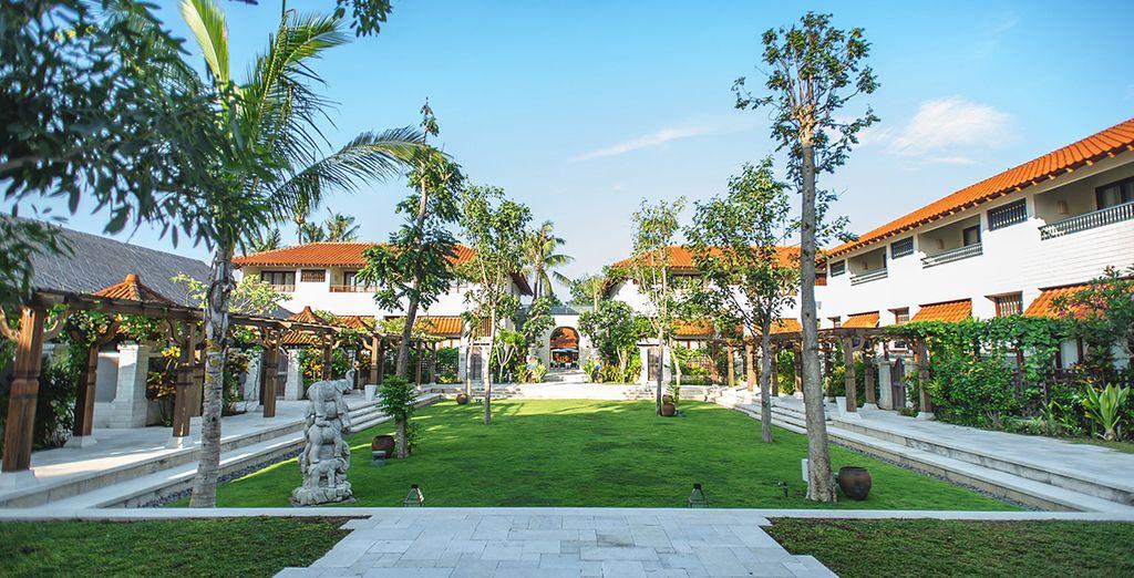 À Sanur, sur l'île de Bali, vous serez accueilli à l'hôtel Sudamala Suites & Villas 5*