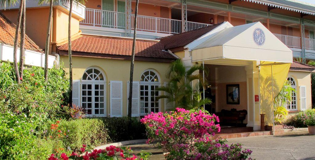 Découvrez l'hôtel Bakoua 4*, ancienne demeure coloniale...