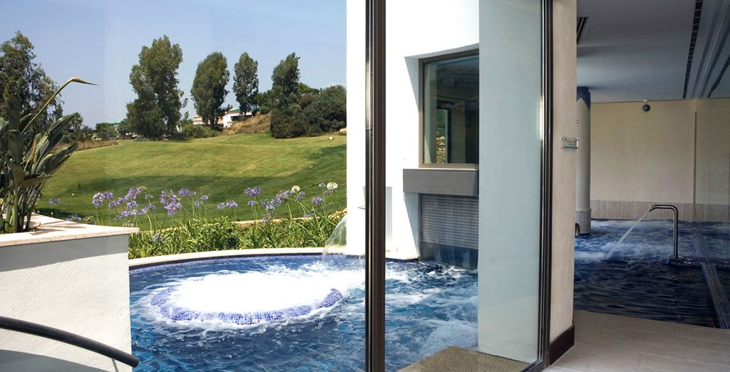 ou prenez quelques instants dans le bain à remous extérieur...
