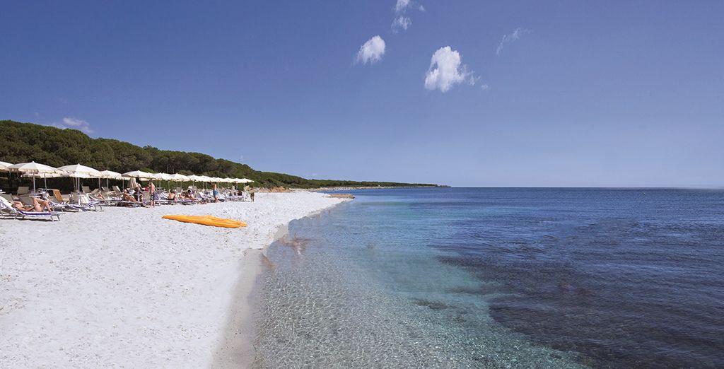 Ou rejoignez la plage de sable blanc
