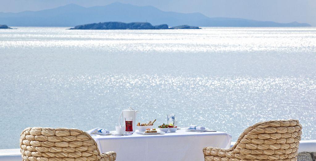 Et appréciez votre formule petit-déjeuner face à la mer...