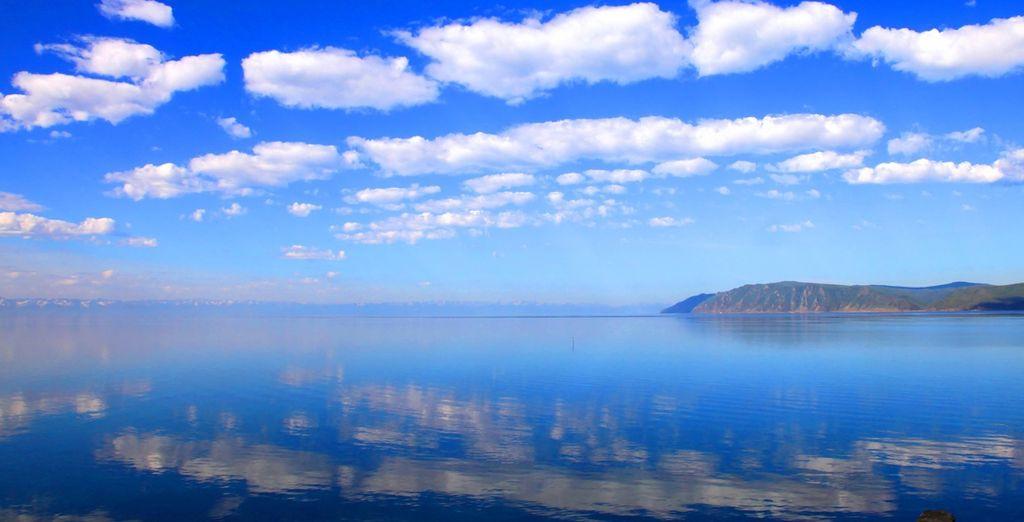 Faites escale au Lac Baikal, lœil bleu de la Sibérie