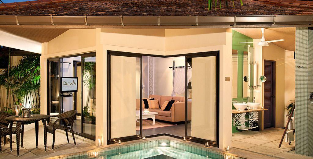 Installez-vous dans votre luxueuse villa avec piscine privée...