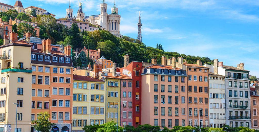 Partez ensuite à la découverte de la ville de Lyon, classée au patrimoine de l'UNESCO