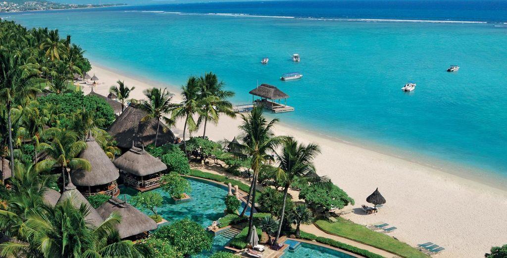 Où vous attend l'hôtel La Pirogue, un authentique resort mauricien