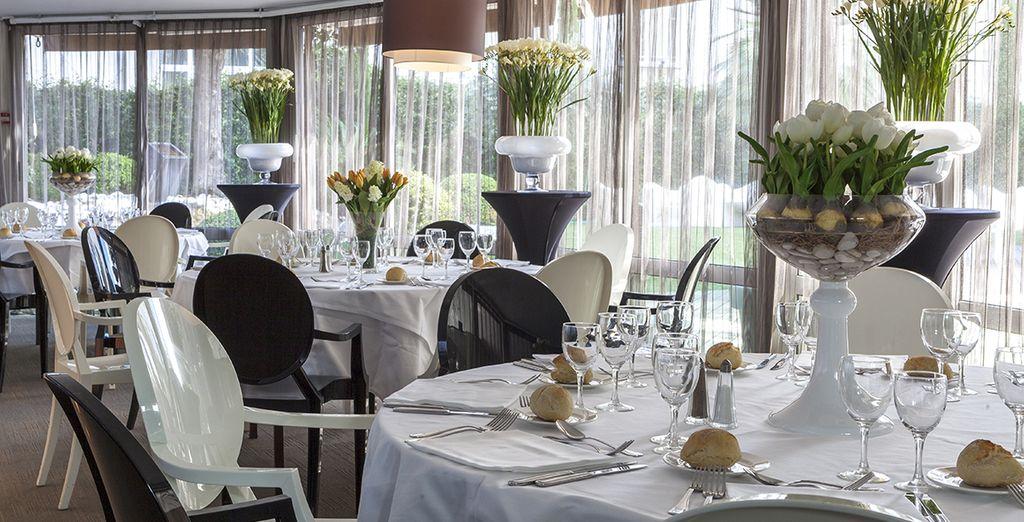 Et ferez connaissance avec les saveurs locales et méditerranéennes de la région au restaurant de l'hôtel