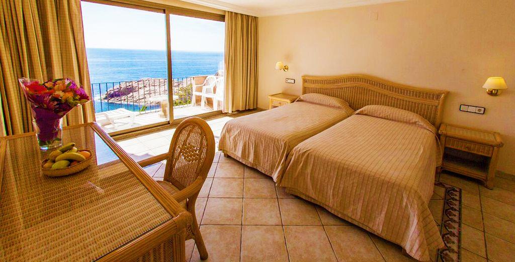 Installez-vous confortablement dans votre chambre Supérieure avec Vue sur la Mer...