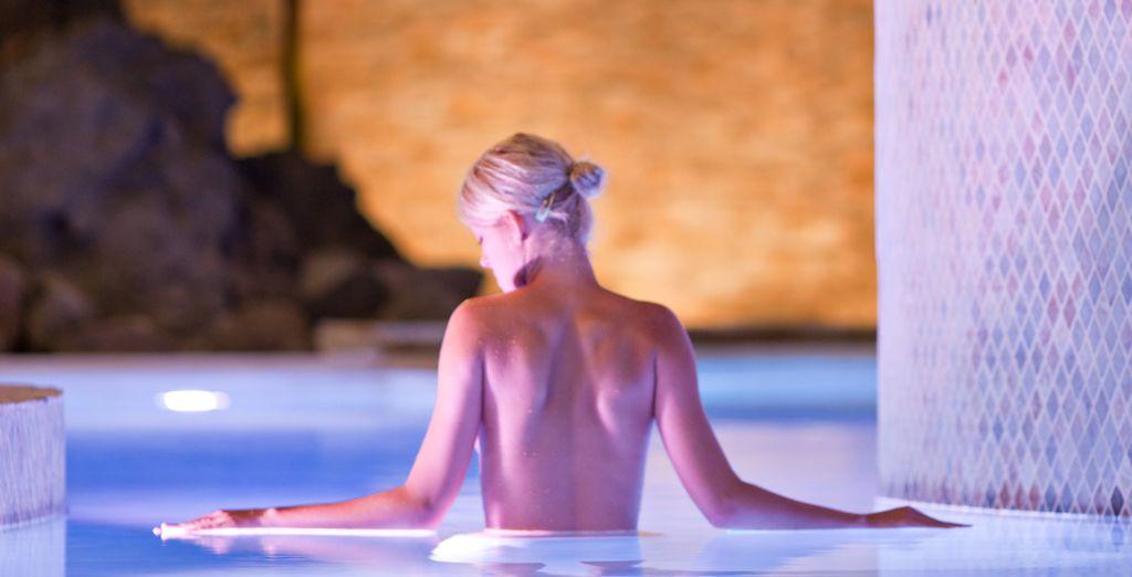 Bullez dans le bassin sensoriel aux vertus relaxantes