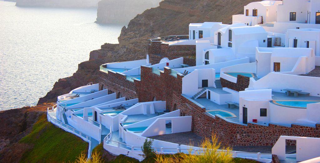 Alors installez-vous à l'Ambassador Luxury Suites & Villas ! - Ambassador Luxury Suites and Villas 5* Santorini Thira
