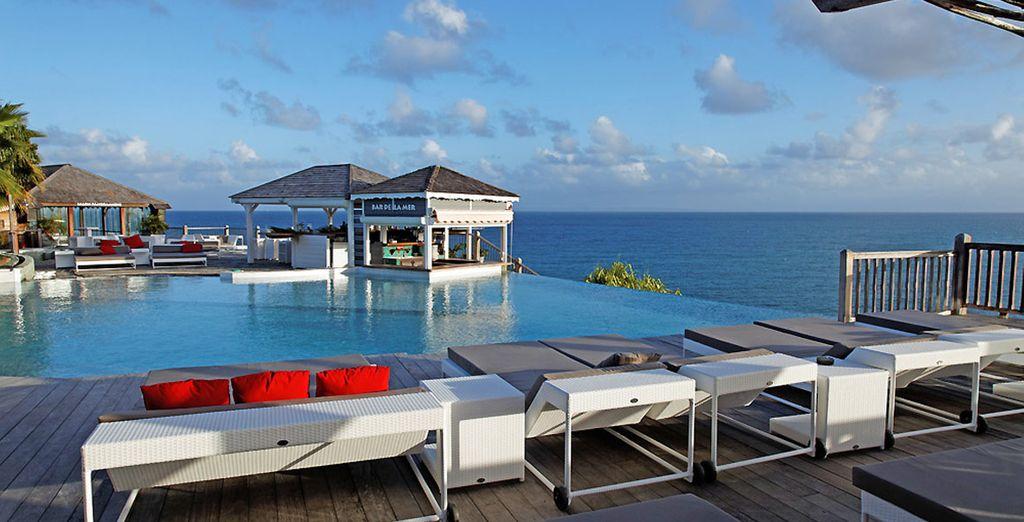 Une piscine sensationnelle avec vue sur la mer...