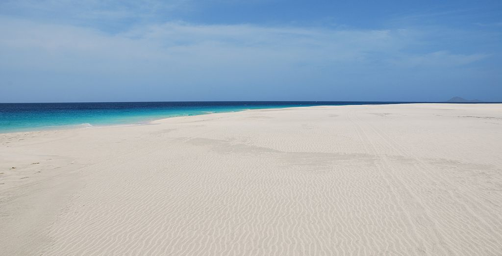 Les pieds dans le sable d'une île dépaysante