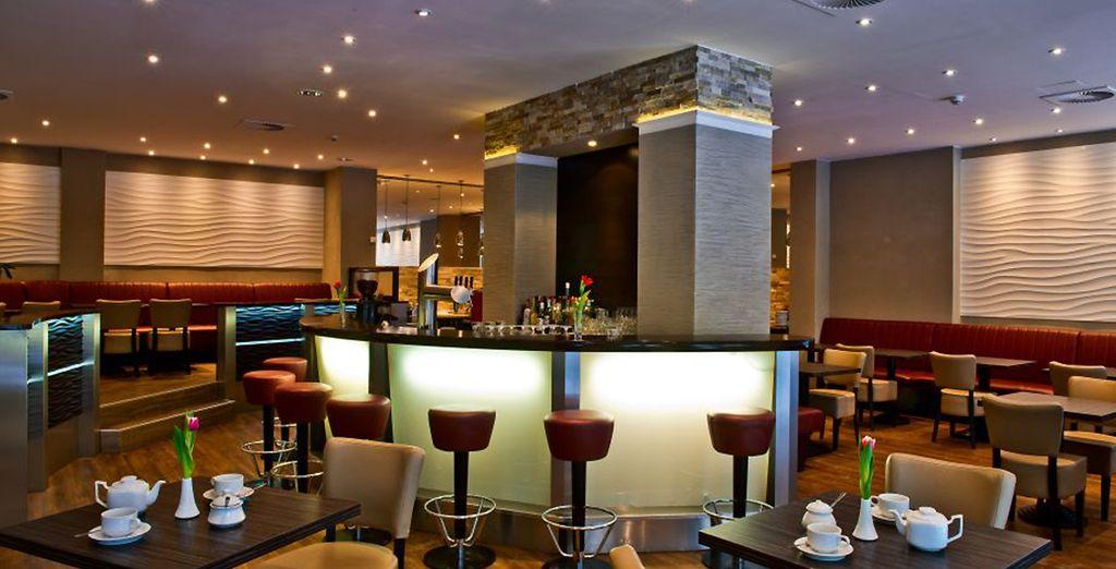 Hôtel de luxe 4 étoiles avec bar, restaurant gastronomique et espace détente
