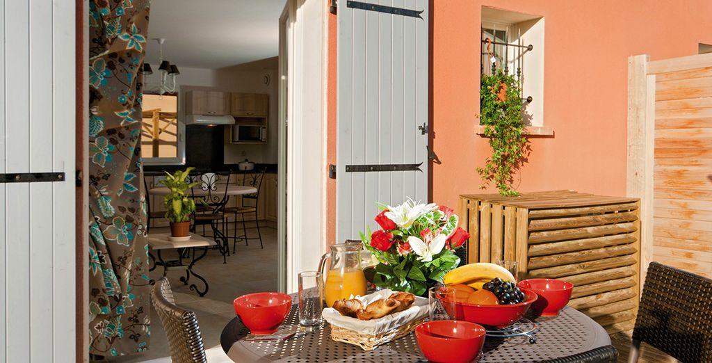 Savourez un bon petit-déjeuner en terrasse