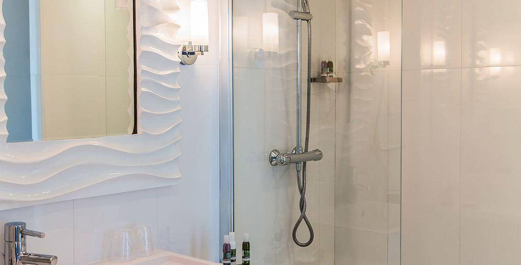 Retrouvez une ambiance épurée jusque dans les salles de bains
