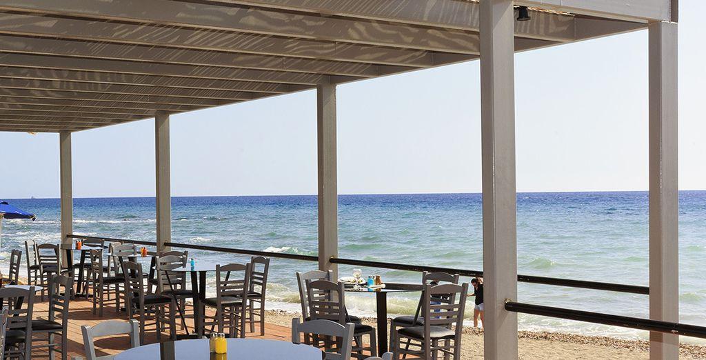 Accordez-vous une pause rafraîchissante au bar de la plage