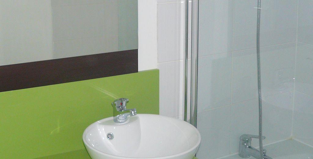 La salle de bain arbore des couleurs tendance
