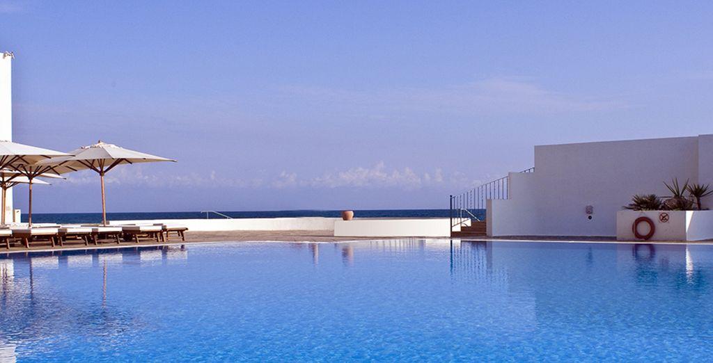 Prélassez-vous au bord de la piscine