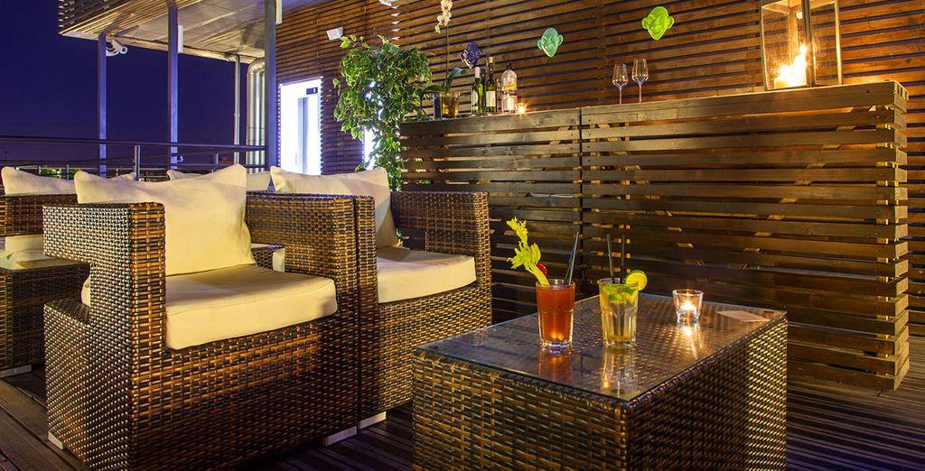 Vous finirez votre journée par un délicieux cocktail en terrasse