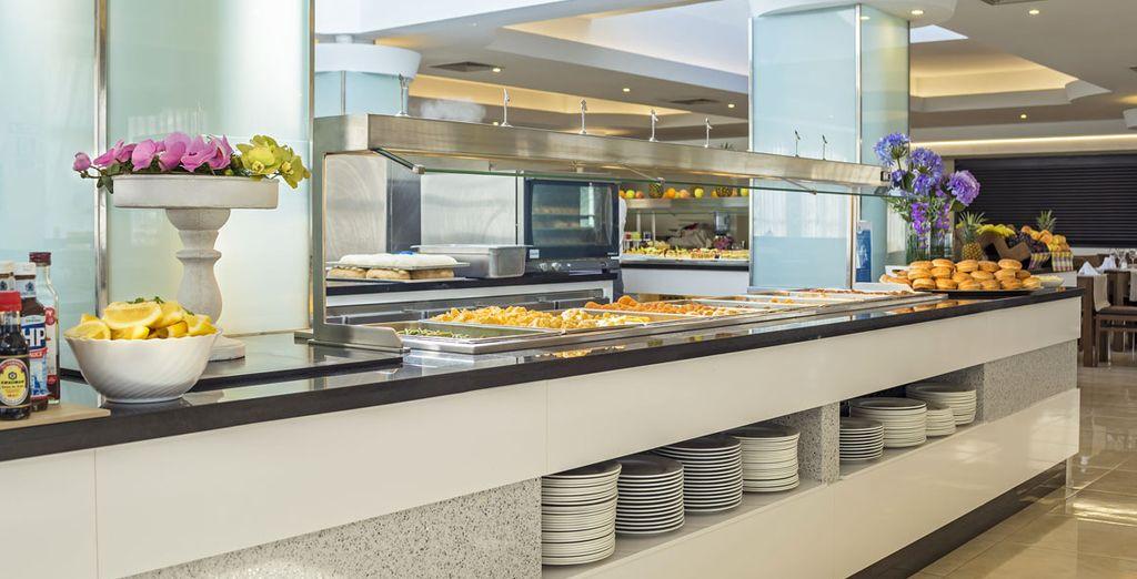Dégustez les spécialités locales ou une cuisine internationale en formule tout inclus