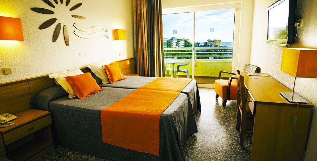 Vous poserez vos valises en chambre Standard et pourrez opter pour la chambre Vue Piscine.