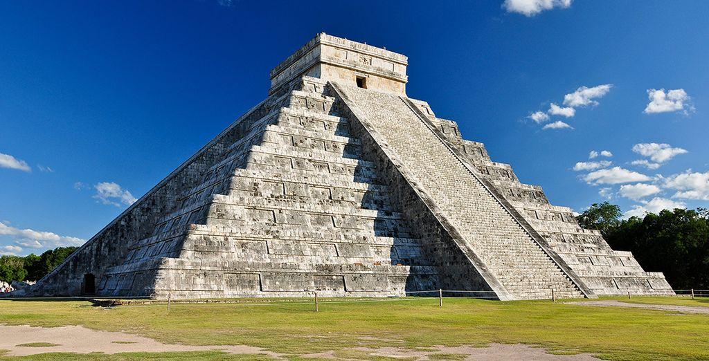 Découvrez des sites archéologiques uniques, comme la pyramide de Kukulcan