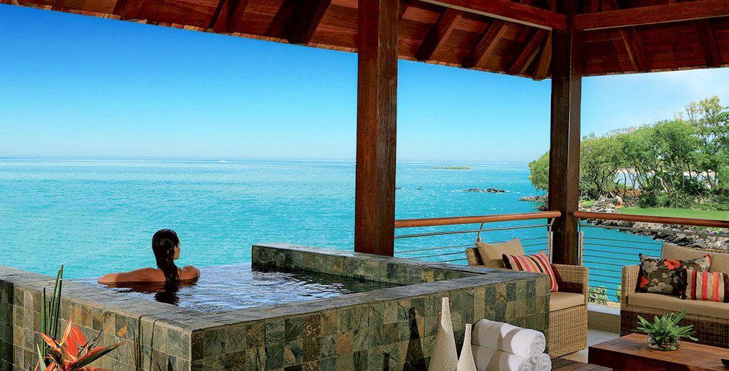 Evadez-vous dans les limbes turquoise de l'île Maurice... - Hôtel Anahita Golf et Spa Resort 5* Beau Champ