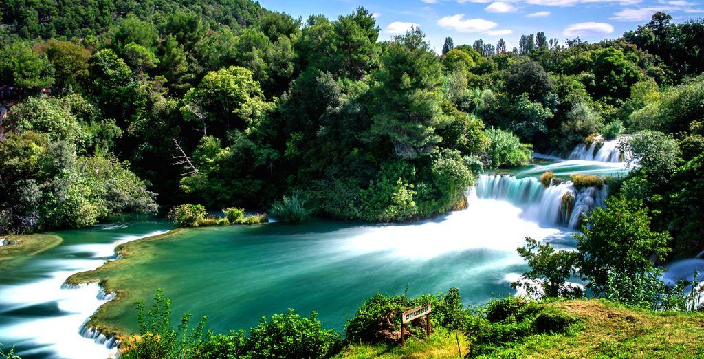 Ni de vous baigner dans l'une des cascades du parc national de Krka