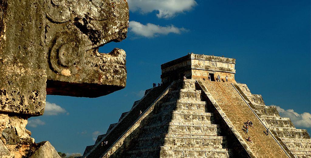 Et découvrez des sites archéologiques uniques, comme la pyramide de Kukulcan