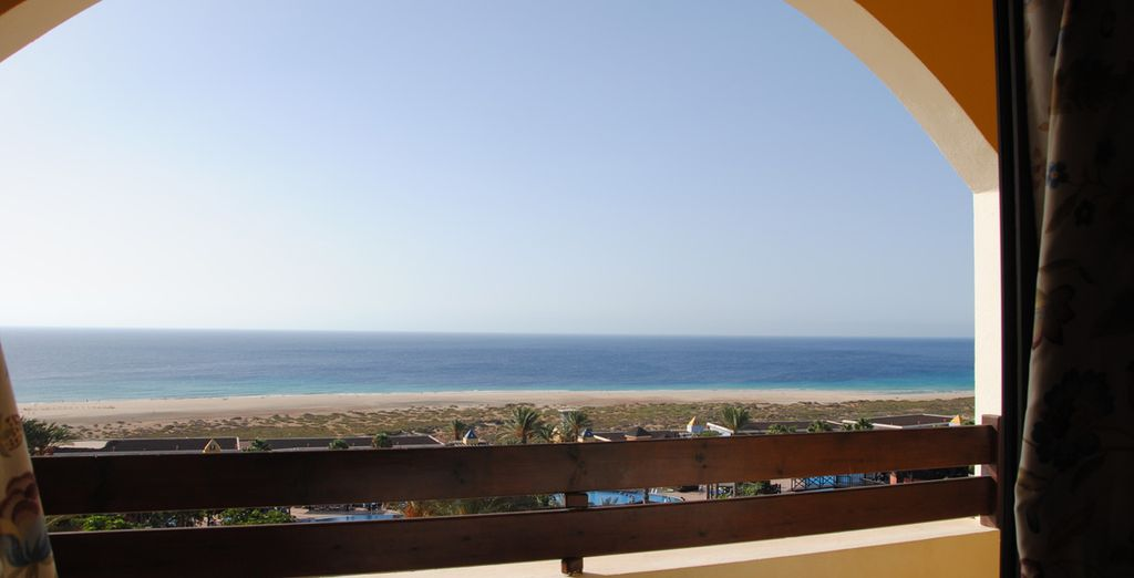 Ou admirez le panorama imprenable sur la mer depuis votre chambre Vue Mer en option
