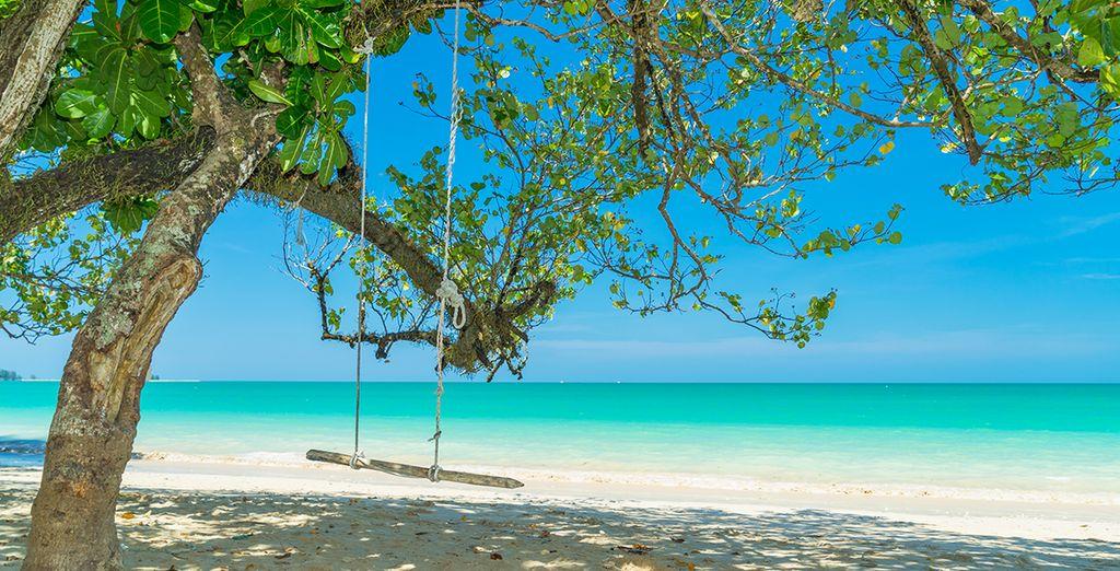 Glissez vos pieds dans le sable chaud de Khao Lak