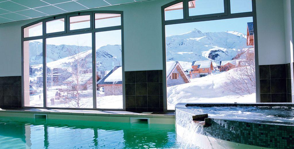 Rentrez vous détendre dans la piscine intérieure chauffée