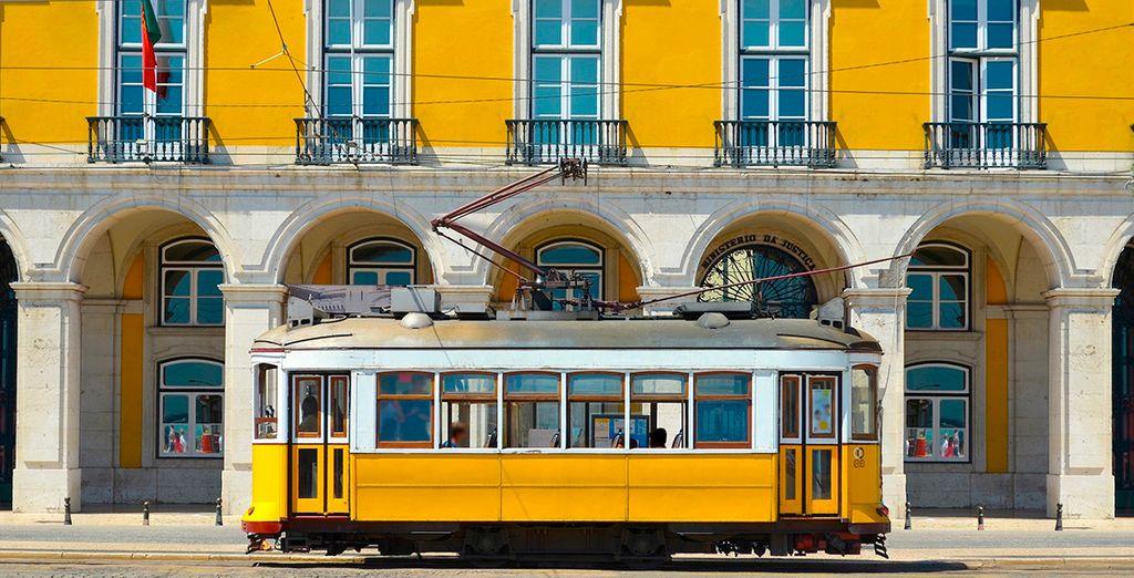 Découvrez les emblèmes de la ville, comme le célèbre tramway jaune ...