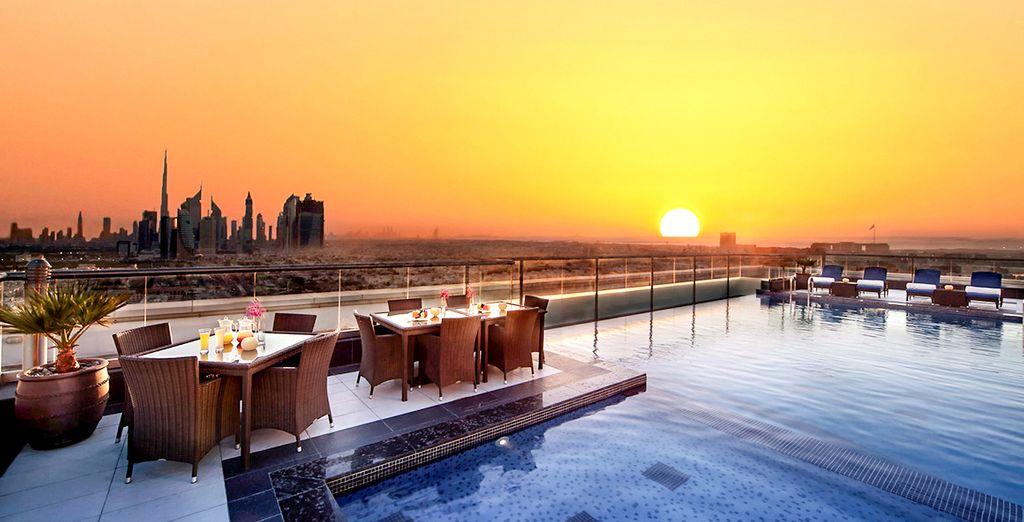 Admirez Dubaï depuis le toit-terrasse du Park Regis Kris Kin Hotel