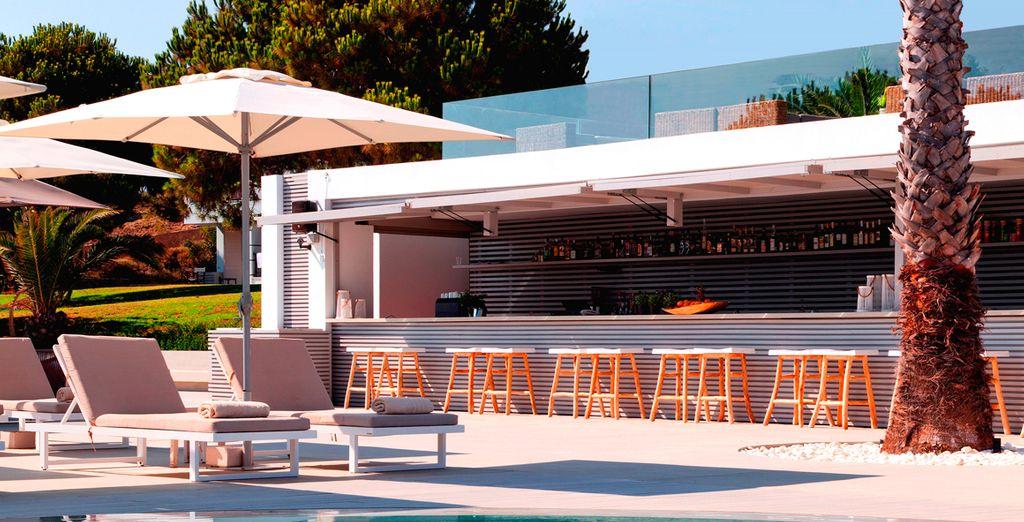 Venez faire une pause au bar de la piscine