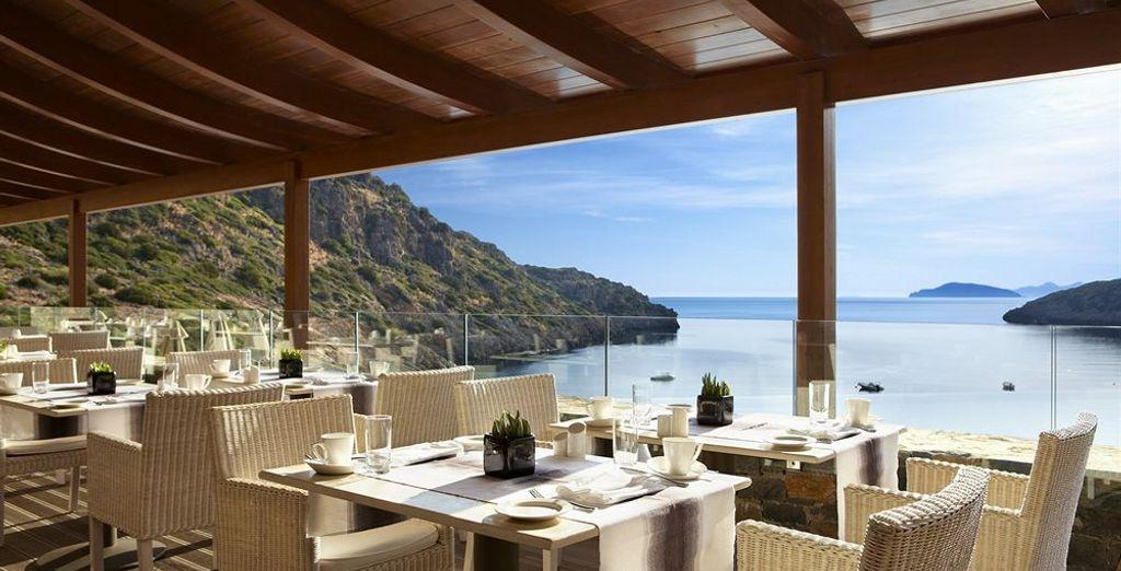 Évadez-vous dès le petit-déjeuner grâce à la vue sur la mer