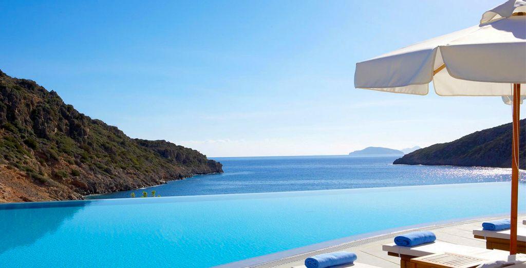 Offrez-vous un tête à tête avec la mer Egée au Daios Cove !